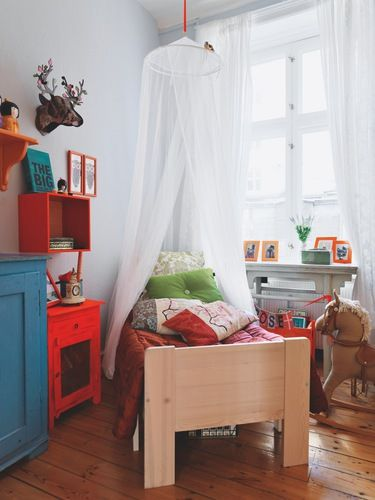 colourful bedroom via Bolig Magasinet