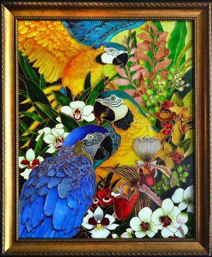 Купить или заказать Витражная картина 'Амазония' в интернет-магазине на Ярмарке Мастеров. Витражная копия картины Дэвида Галчутта. Картина приоткрывает магический мир Амазонии с ее лианами, яркими птицами,фантастическими цветами. Витражные краски придают картине глубину и живость, которую фото, к сожалению, не может отобразить. Рама в цену картины не входит.