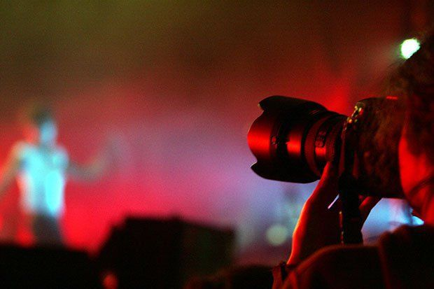 Intip 5 Tips Setting Kamera Fotografer Konser
