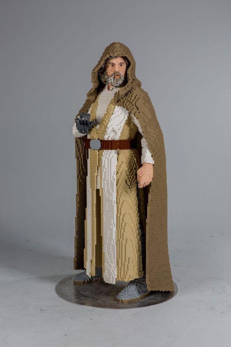 Lego Builds a Giant 'Last Jedi' Luke Skywalker to Wow 'Star Wars' Fans at Comic-Con