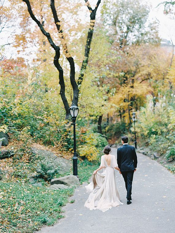 Romantic Central Park bridal inspiration | Photo by DArcy Benincosa Photography  | Read more - http://www.100layercake.com/blog/?p=85567