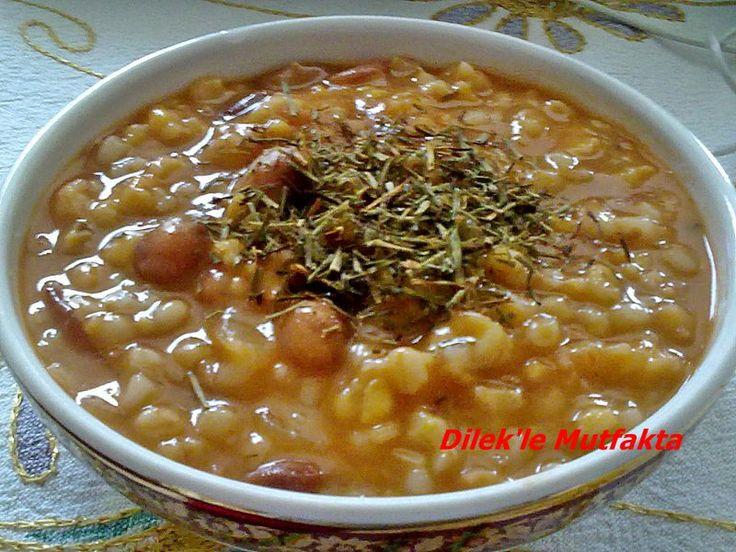 Trabzon'un meşhur nefis arpalı mısır çorbası, çok besleyici ve değişik tadıyla sofralarınızda..