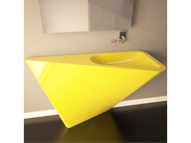Un lavabo muy distintivo para el baño. Me gusta mucho este amarillo brillante.