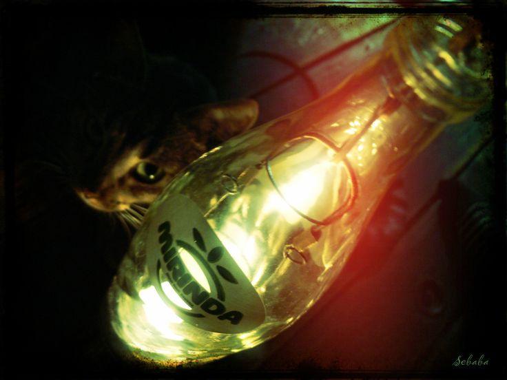 """☼ Lampion świetlik """" MIRINDA"""" PRL 80' """"...z potrzeby serca i ku radości sprawnych dłoni...""""  zasilany świecą typu """"TILAJT"""" czas spalania ok.5h Każda ponownie wykorzystana szklana butelka to oszczędność energii, która potrzebna jest do zaświecenia 100-watowej żarówki przez 4 godziny"""