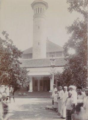 Moskee te Ngampel bij Soerabaja 1910