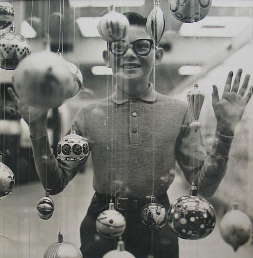 Richard Avedon - Christmas Boy, 1965