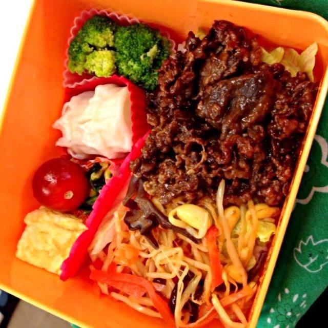 今日のお弁当はビビンバ風でした(^O^) ナムルは買ってお肉は味付きのを焼いただけのズボラ弁当です( ̄▽ ̄) - 4件のもぐもぐ - ビビンバ風お弁当 by yukisukennnn
