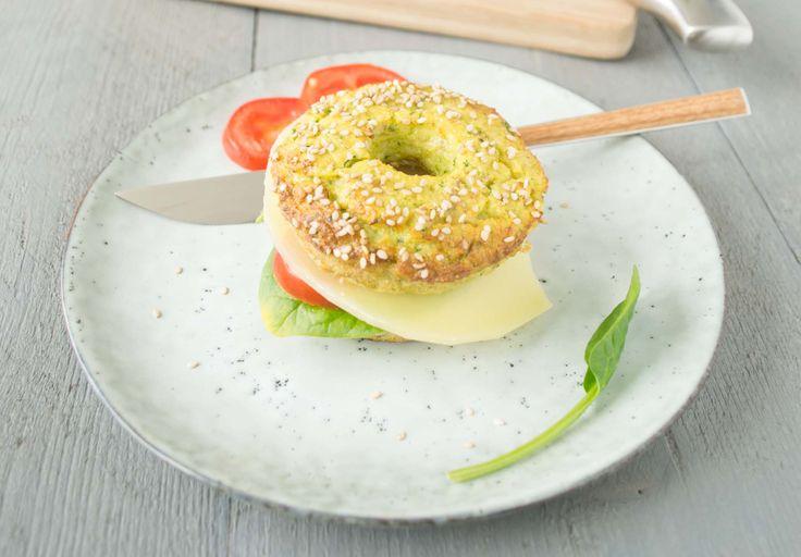 Koolhydraatarme bagels met courgette: Ideaal voor iedereen die wat minder koolhydraten wil eten, maar toch gewoon een leuk broodje wil beleggen.