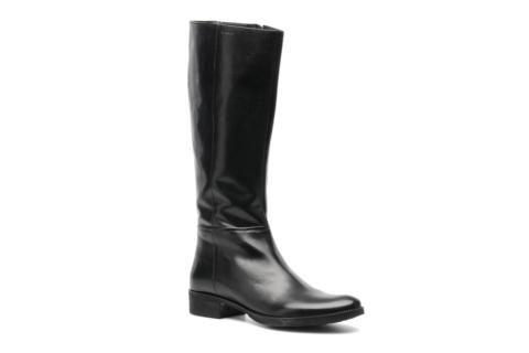 Parce que Geox a su renouveler ses créations et s'adapter aux tendances actuelles, les collectionneuses de chaussures élégantes et modernes vont adorer les bottes D Mendi St P. En cuir et dévoilant une ligne simple et graphique, elles sont dotées d'une ti ...