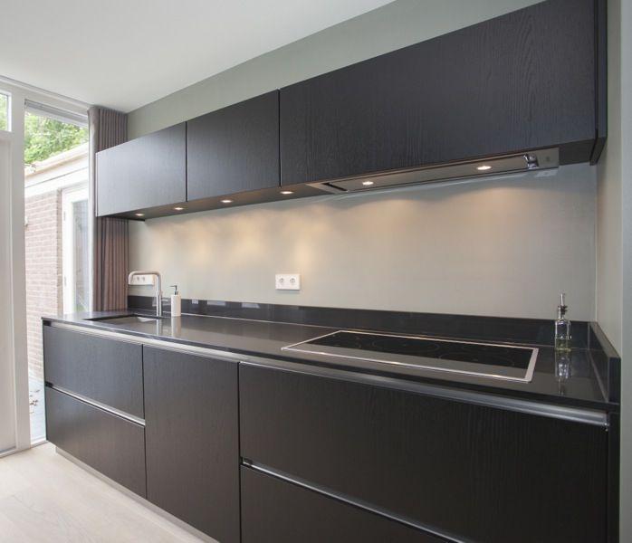 Stoere zwarte massief eiken keuken