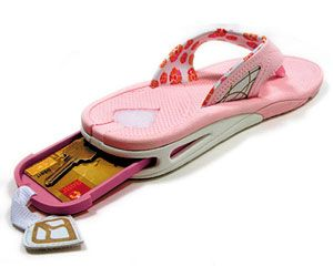 Reef Stash sandals. For vacation, room keys, phone! THAT'S SO AWESOME