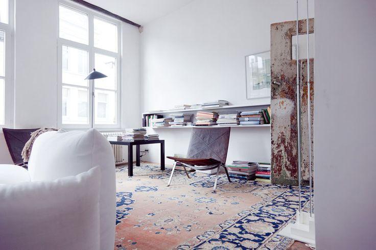 interiorWhite Sofas, Interiors Design, White Living Room, White Interiors, Living Room Shelves, Leather Chairs, Modern Interiors, Home Inspiration, White Wall