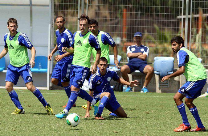 Israel autoriza a las ligas de fútbol a jugar los sábados - http://diariojudio.com/noticias/israel-autoriza-a-las-ligas-de-futbol-a-jugar-los-sabados/169239/