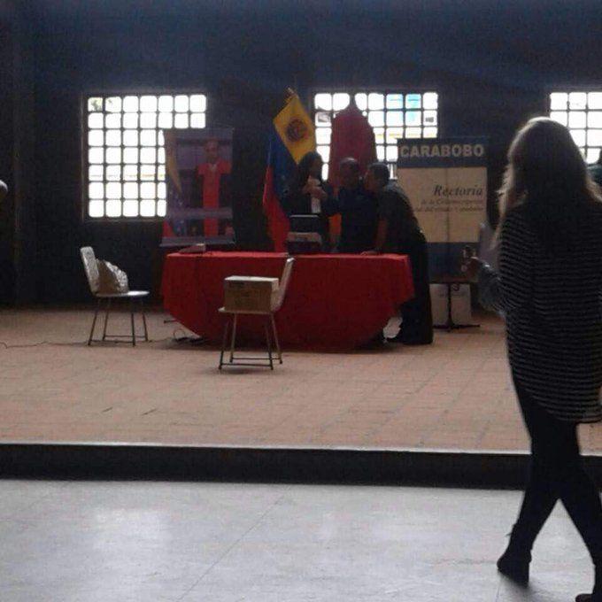 """""""FRAUDE ELECTORAL"""" EN ESTOS MOMENTOS ABRIERON CENTRO DE VOTACIÓN PARA LA CONSTITUYENTE..."""