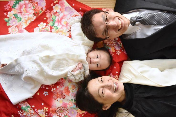 お宮参りに行く時期は、いつ?と迷いながら神社でのお宮参りで着物や色んな服装で初穂料の費用を納めてご祈祷の前や後に撮る記念の家族や赤ちゃんの写真