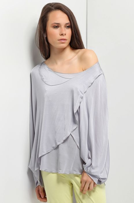 Very nice poncho made of viscose silk. Three layers and asymmetrical necklines. One serves in like top.
