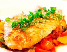 Un delicioso pescado al horno es la receta saludable y nutritiva que estabas buscando? Estas de suerte, aprovecha y disfruta de esta preparación!