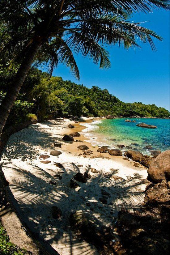 Praia do Japonês, Ilha das Couves, Ubatuba, Brazil.