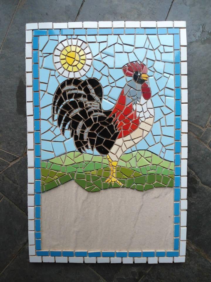 Galo em mosaico sob a base de cerâmica <br>Pode ser feito número de casa ou placa comercial <br>Fazemos projeto sob medida <br>Frete à contratar