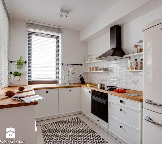 Aranżacje wnętrz - Kuchnia: Średnia kuchnia w kształcie litery u w aneksie - Loft Factory. Przeglądaj, dodawaj i zapisuj najlepsze zdjęcia, pomysły i inspiracje designerskie. W bazie mamy już prawie milion fotografii!