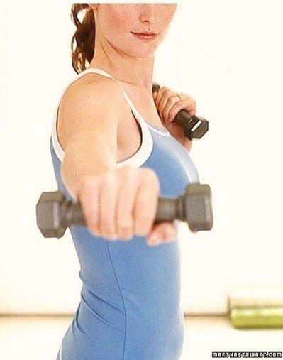 Come rassodare l'interno delle braccia con gli esercizi mirati da fare a casa