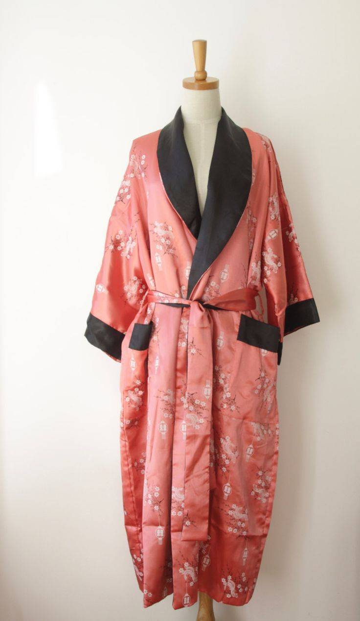 Reversible Chinese satin dressing gown. Dusky Pink satin duster. Embroidered Chinese kimono. Musk Pink Kimono. Black Asian duster. Boho by ForestHillTradingCo on Etsy