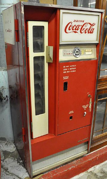 Lot # : 652 - CAVALIER CS-64 VINTAGE COKE MACHINE.