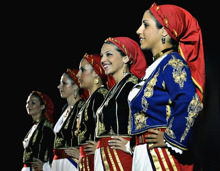 Young women dressed in traditional cretan costumes!