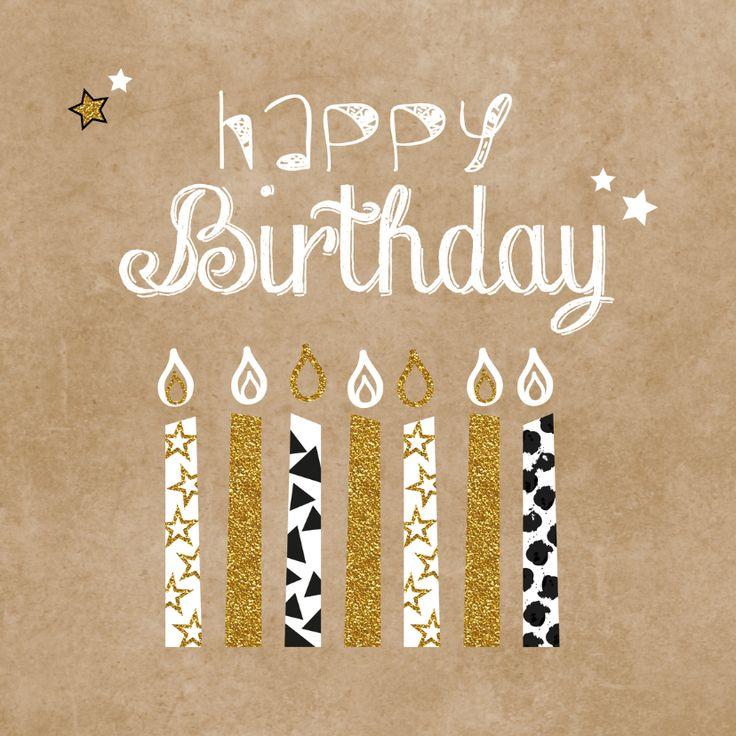 Hippe verjaardagskaart met kraft-print en een vleugje glamour een illustratie van  kaarsjes met stippen en sterren. Handlettering tekst.