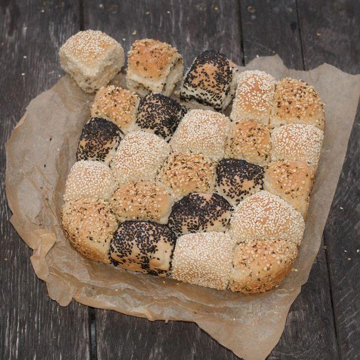 Baka ett otroligt gott och enkelt brytbröd och servera till middagen.