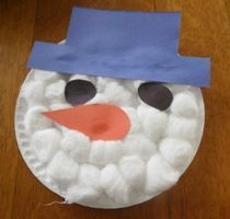Paper plate snowman. I love how many things you can make with paper plates.