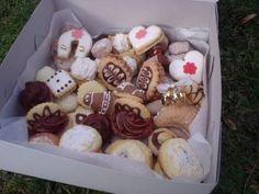 Cukroví - recepty na:  Ořechy, Košíčky, Rafaelo, Máslové rohlíčky, Vanilkové…