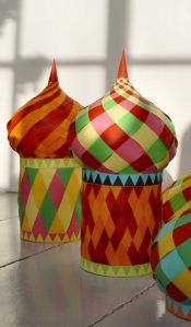 Super Awesome Ramadan Minarets with Paper Strips! What a gorgeous craft project, and you could leave the bottom open place it over a glass vase and fill the vase with LED lights or battery powered candles to light it up. Would make a lovely center piece using a few different sizes and colors!