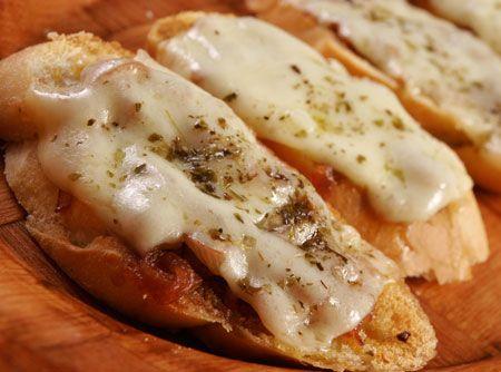Crostata de Queijo e Cebolahttp://cybercook.com.br/receita-de-crostata-de-queijo-e-cebola-r-15-em-1659-13873.html