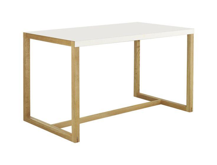 Kilo rektangulært spisebord med pulverlakkert hvit topp og lakkerte eikeben. Dimensjoner:  W70 x H72.5 x L125cm. Kr. 2025,-
