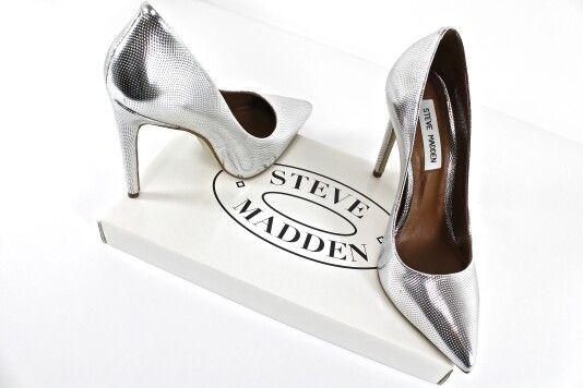 La tua passione sono tacchi alti e decollété? Non dovrai sforzarti per capire che Steve Madden ha ciò che fa per te. Vieni a scoprire la collezione a Venafro oppure scrivici su WhatsApp ✔ +39/344 04 69 082  #stevemadden #scarpe #decollete #shoes #scarpedonna #moda #scarpenuove #stevemaddens #accessori #outfit #tacco #shopping #borchiate #shoppingtime #tacchi #rock #stile #nuovacollezione #comode #adoro #donna #argento #milano #belle #silver #black #totalblack #chebella #borchie #molise