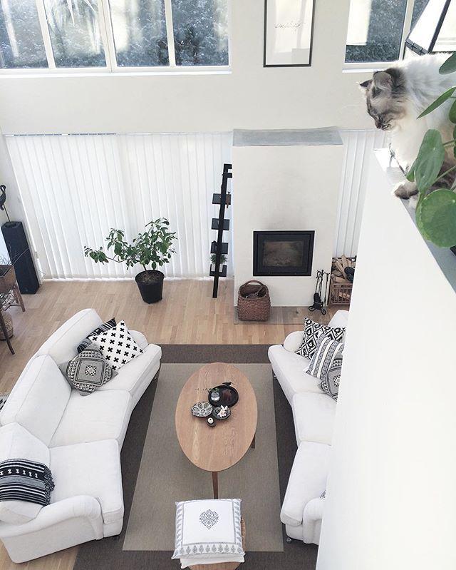On top of the World 🐾 Pixel loves to be up here looking down 🙀 Have a great day dear instas 💛 -------------------------------------------- Vilken underbart fin vinterdag! Njut av dagen fina ni 💛 Kram från mig och Pixel #myhome#mitthem#vardagsrum#livingroom#mittmio