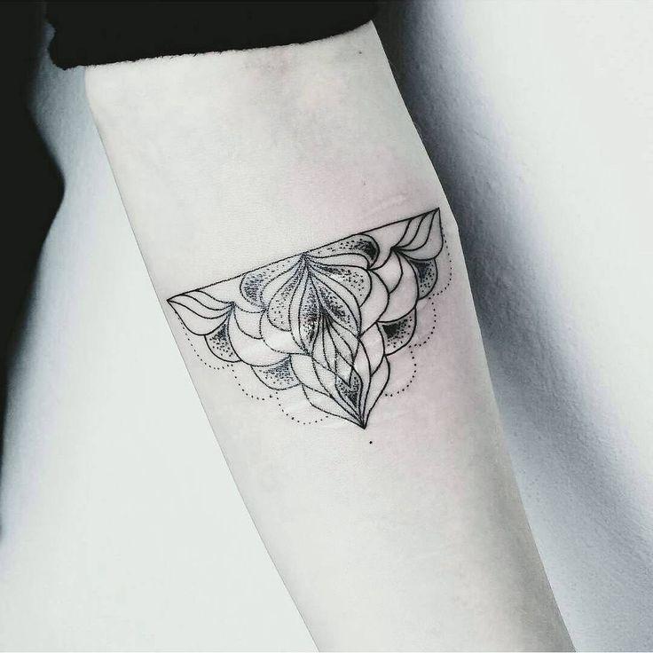 25 trendige halbes mandala t towierung ideen auf pinterest mandala tattoo rmel lotus. Black Bedroom Furniture Sets. Home Design Ideas