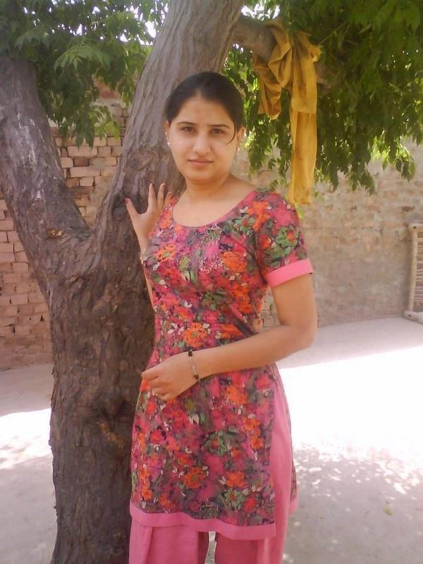 Bald indian girl-9158