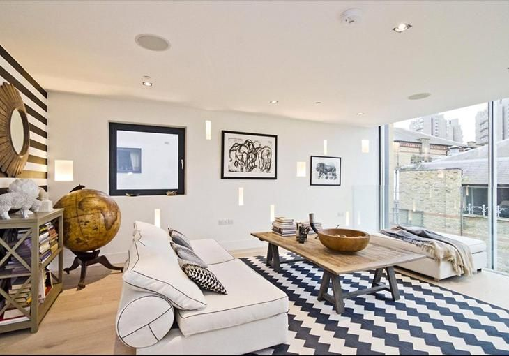 Peculiar London Luxury Property for Sale