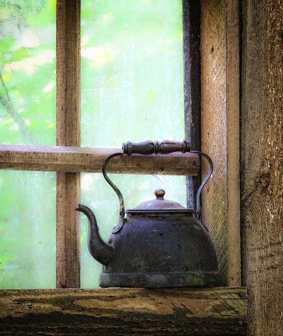 Geç kalmaktan da korkuyorum/ Erken gelmekten de / Ya geldiğimde çayı hala koymadıysan... - Lâl #sözler #anlamlısözler #güzelsözler #manalısözler #özlüsözler #alıntı #alıntılar #alıntıdır #alıntısözler