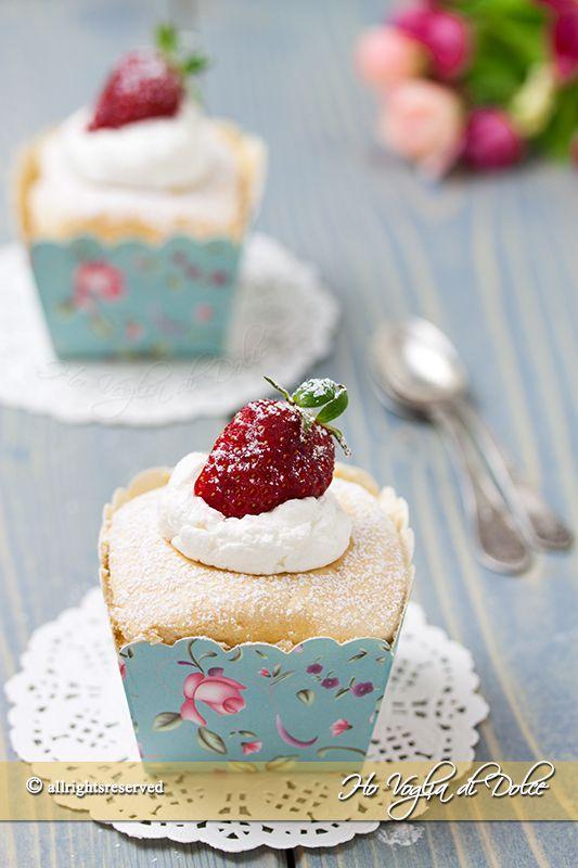 Oggi vi presento dei dolcetti veloci alla quale sono particolarmente affezionata: Gli Hokkaido chiffon cupcakes! Scommetto che non ne avete mai sentito parlare, in effetti neanche io fino all'anno sco