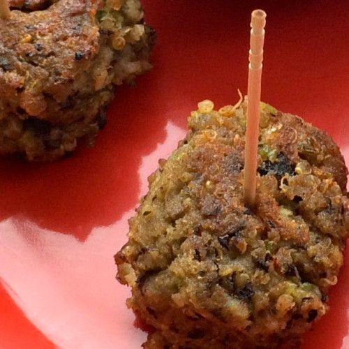 Perfect #superbowl snack. These #vegetarian Black Bean and Quinoa Meatless Balls are SUPER delish and great dipped in fresh salsa!