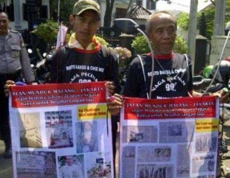 2 Manusia yang Berjalan Mundur Hingga Lupa Jalan Maju #infounik #beritaunik #faktaunik #kabarunik #unik #lucu #ceritaunik #kisahunik