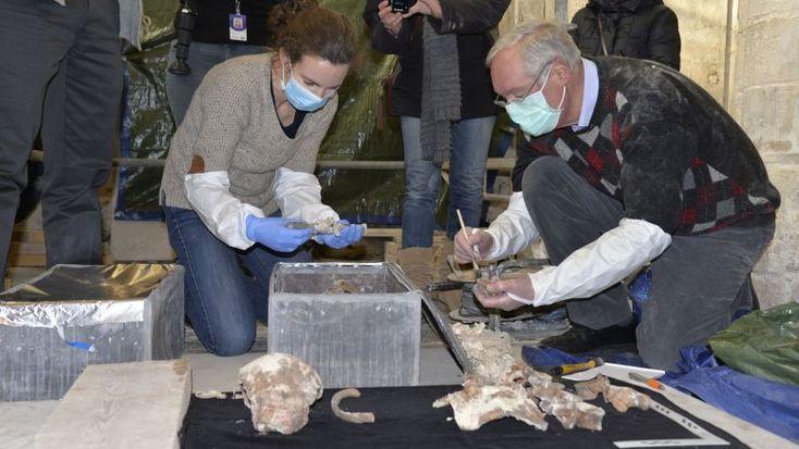 Une équipe de scientifiques norvégiens a ouvert le 2 mars 2016 la tombe des descendants de Rollo, Rollon pour les français, roi viking, 1er Duc de Normandie, père de Guillaume le Conquérant.Les résultats du test d'ADN dont l'attente divise les norvégiens...