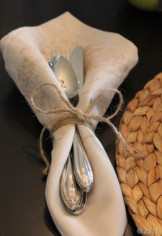Linen, twine, silver & raffia,very nice for table settings, can use different materials for different occasions, ie- burlap/twine and the seasonal flowers available