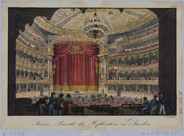 Innenansicht des ersten Baus der Semperoper (Hoftheater) in Dresden, Blick aus der Mittelloge durch den Zuschauerraum zur Bühne mit geschlossenem Vorhang