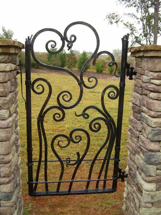 25 best ideas about metal garden gates on pinterest metal gate designs gates and iron gates - Deco jardin fer forge toulon ...
