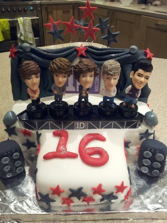 one direction cake!!! Too bad I don't like cake:/