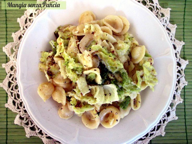 Le orecchiette con verza cremose sono un primo piatto vegetariano molto saporito e leggero. La pasta viene preparata direttamente nella verdura: risottata!